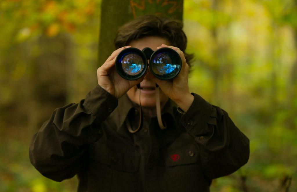 Jägerin im Wald, derbesteaugenblick.de